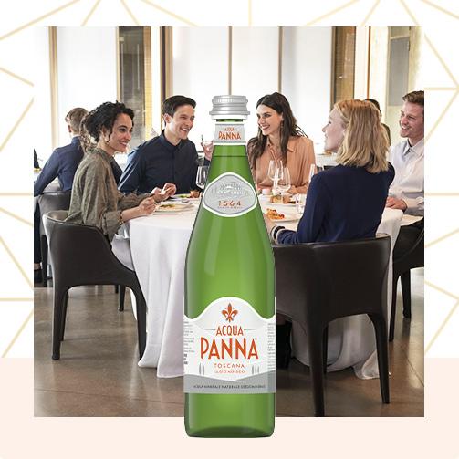 Ragazzi al ristorante con Acqua Panna Bottiglia Vetro verde 75cl